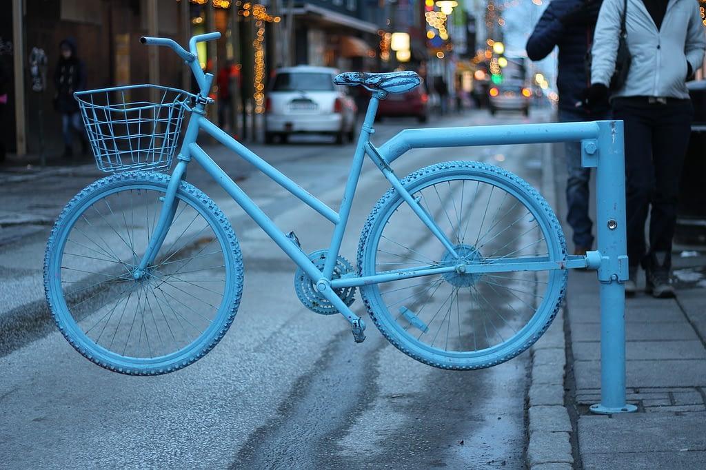 IS bike 2772 1280