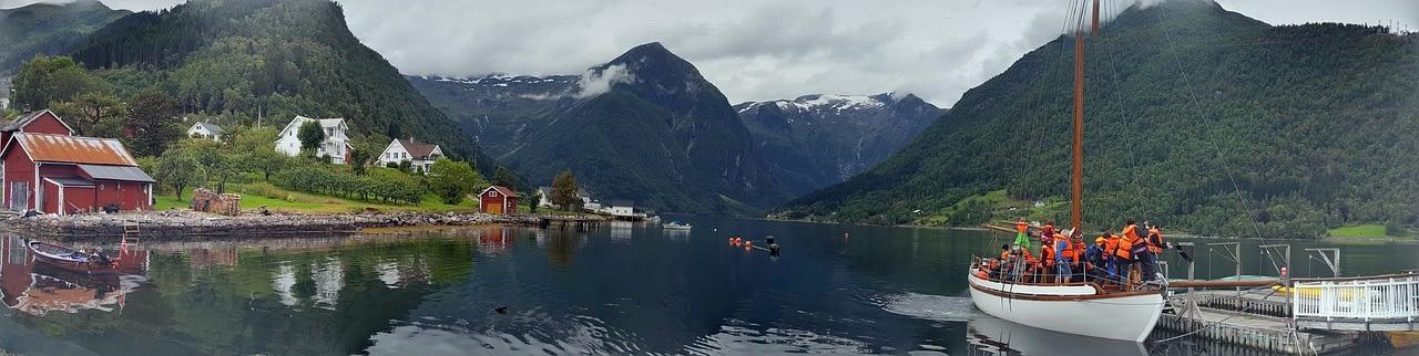 NO fjord 2485 1280